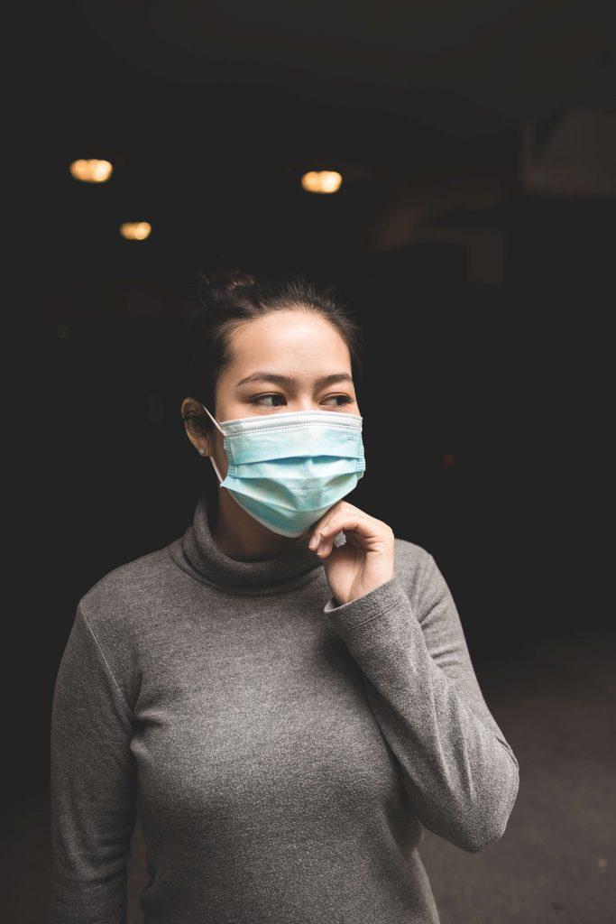 この画像には alt 属性が指定されておらず、ファイル名は 新型肺炎-683x1024.jpg です